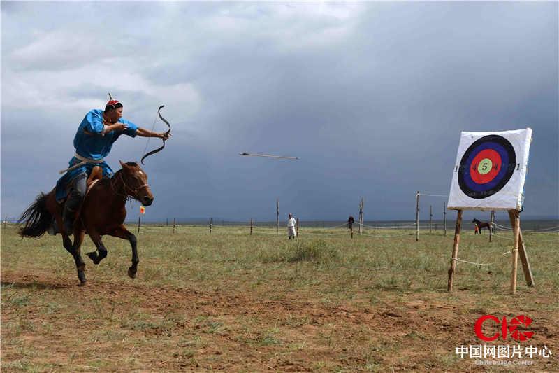骑射 呼努苏图 摄