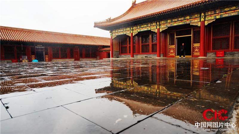 只有你走近雨中的故宮,才會體味那份濕意